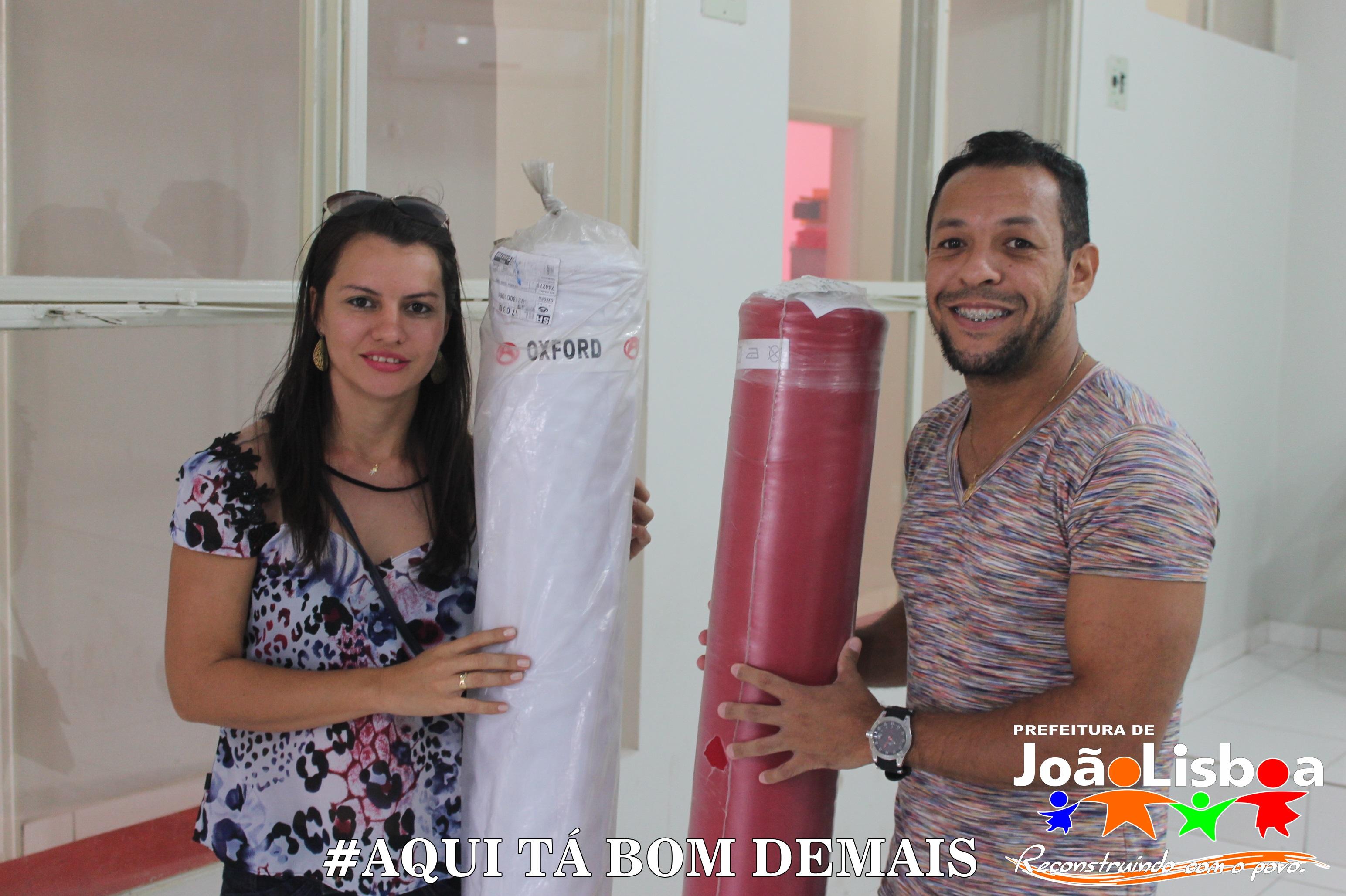 Prefeitura entrega tecidos para as fardas das Fanfarras estudantis