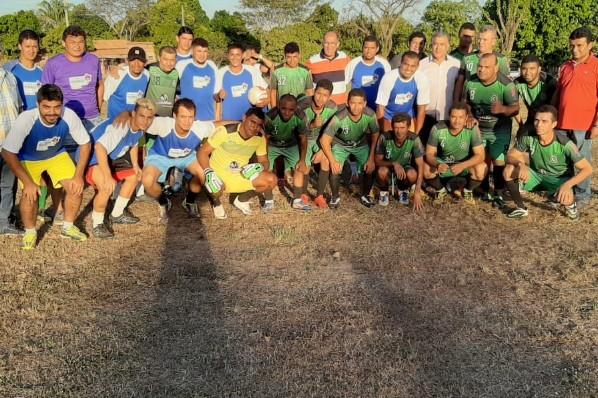 Prefeito Jairo e secretários prestigiam partida de futebol no Povoado Cacau!