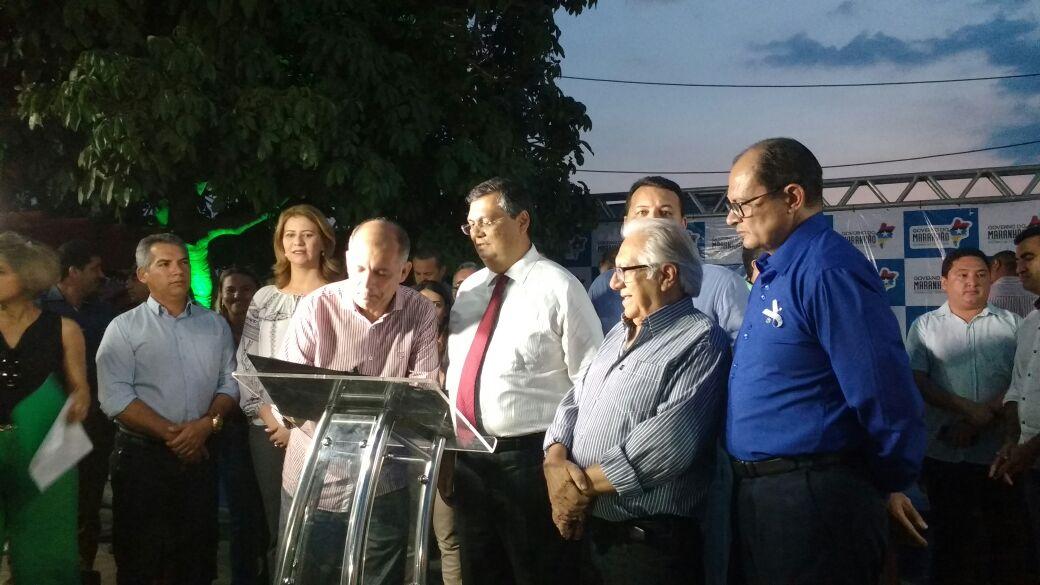 Prefeito Jairo Madeira assina ordem de serviço para a construção de um complexo esportivo