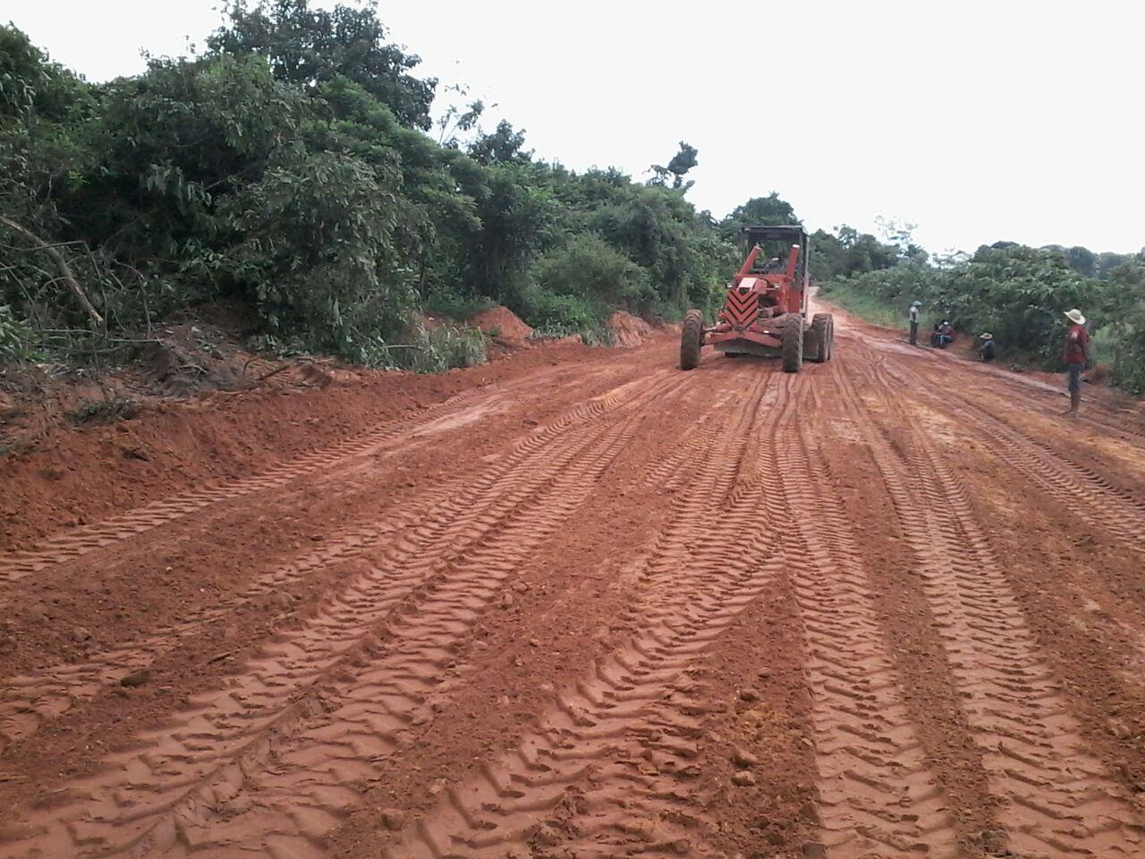 A operação recuperação de ruas e estradas vicinais do Governo Reconstruído com o Povo continua a todo vapor
